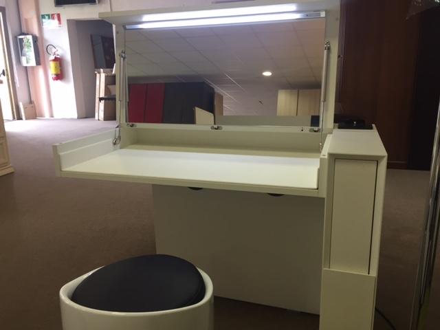 sma complemento toilette hi tech scontato del 59 deper mobili s r l. Black Bedroom Furniture Sets. Home Design Ideas